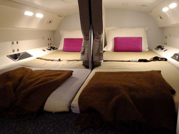 بالصور: هذه هي غرف النوم السرية حيث تنام المضيفات على الرحلات الطويلة