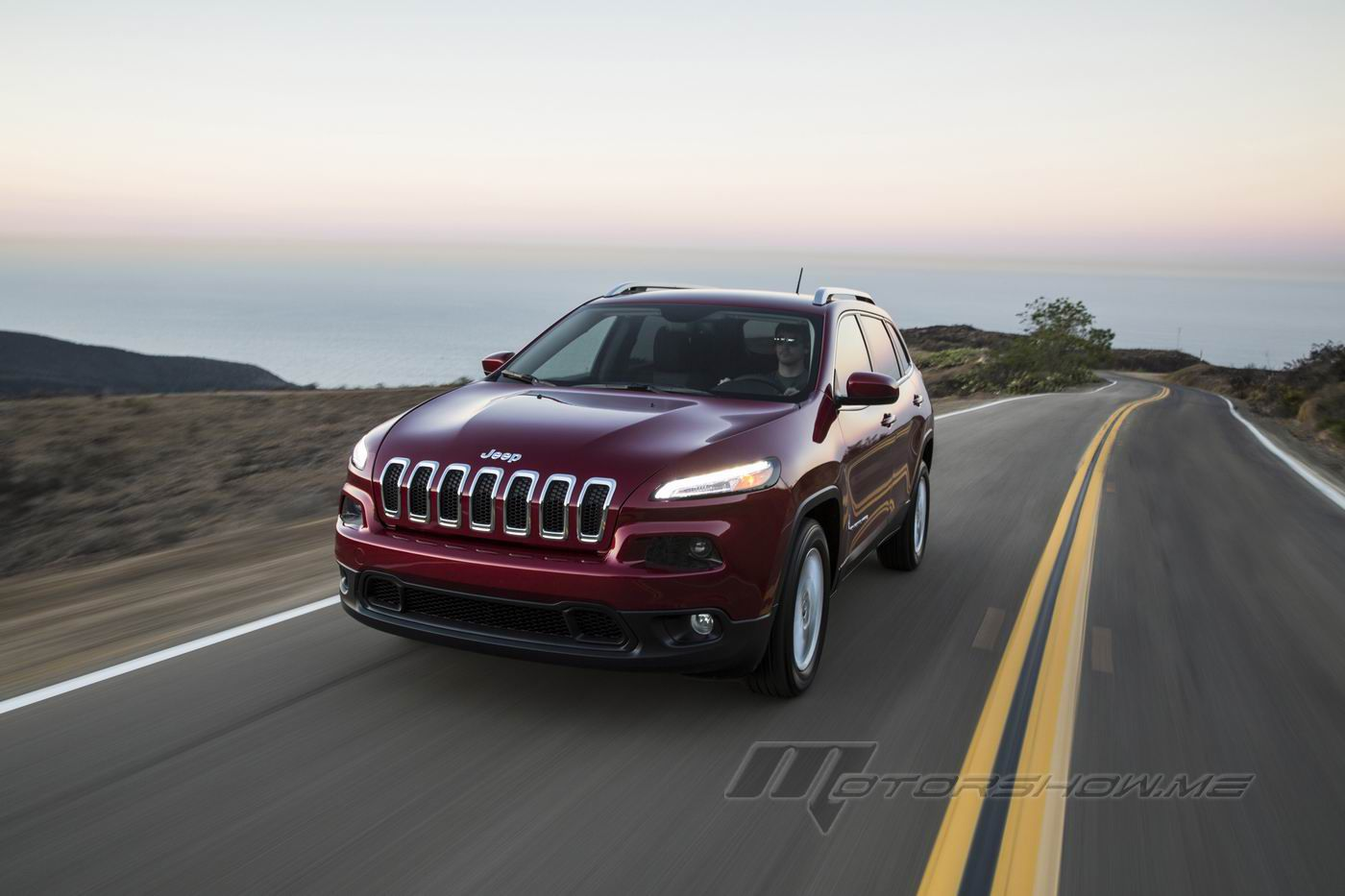 2016 jeep cherokee latitude review and pictures. Black Bedroom Furniture Sets. Home Design Ideas