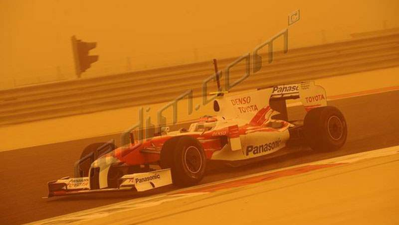 2009 Bahrain Tests in Sand Storm