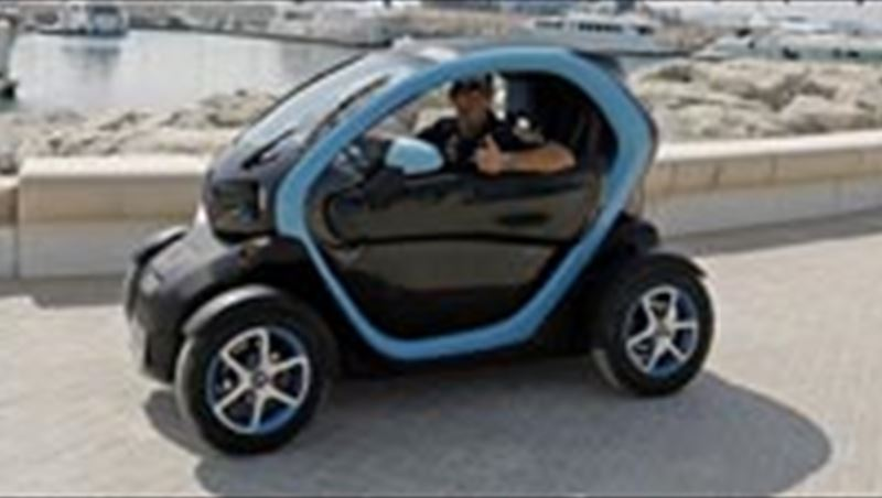 2013 Webber and Pic Dubai Ride in Twizy