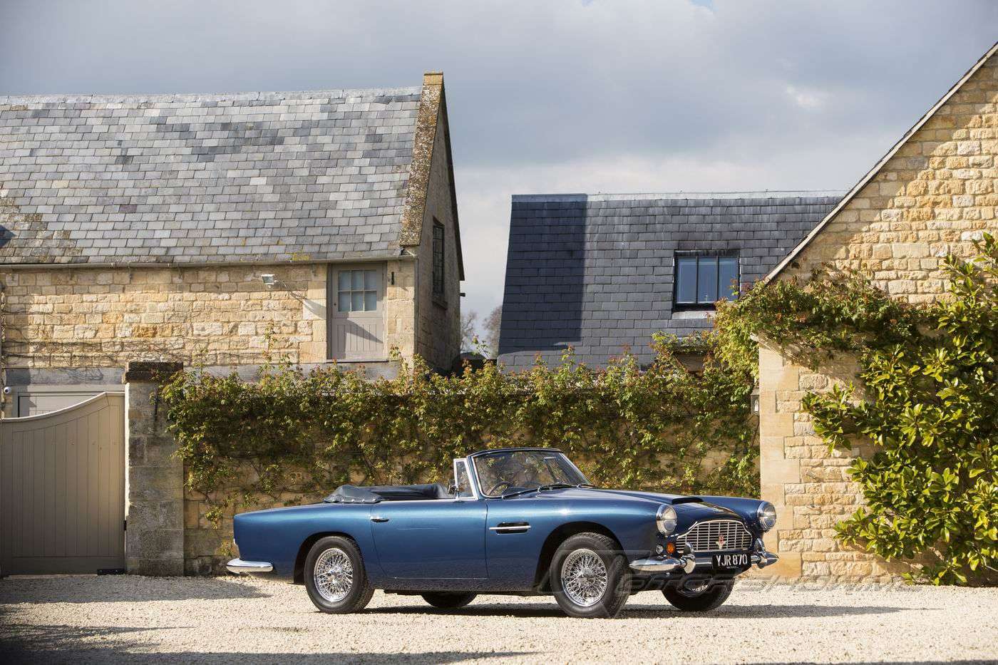 Photos By Motorshow Classic Cars 1963 Aston Martin Db4 Series V Vantage Convertible