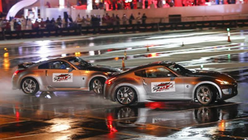 Nissan breaks the World Record for Twin Drift 2014