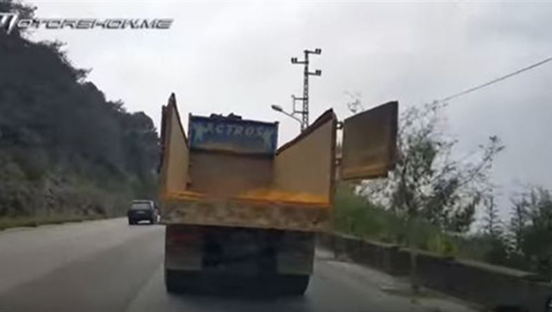 Truck Cargo Gate Swinging