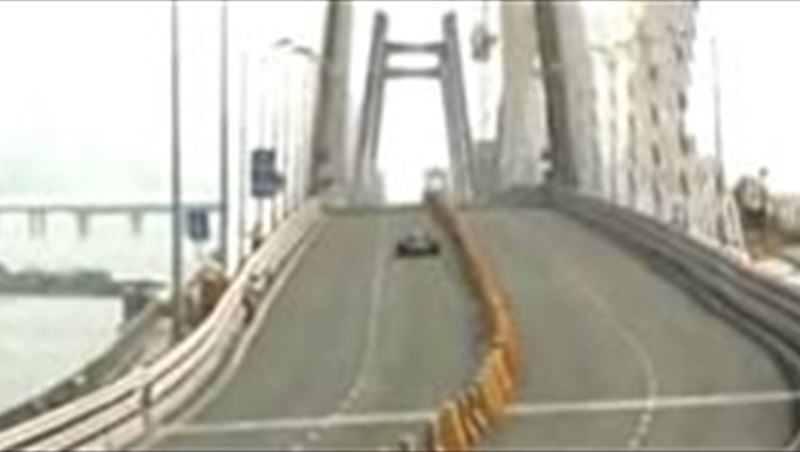 Coulthard drives Red Bull F1 car on new Mumbai Bridge